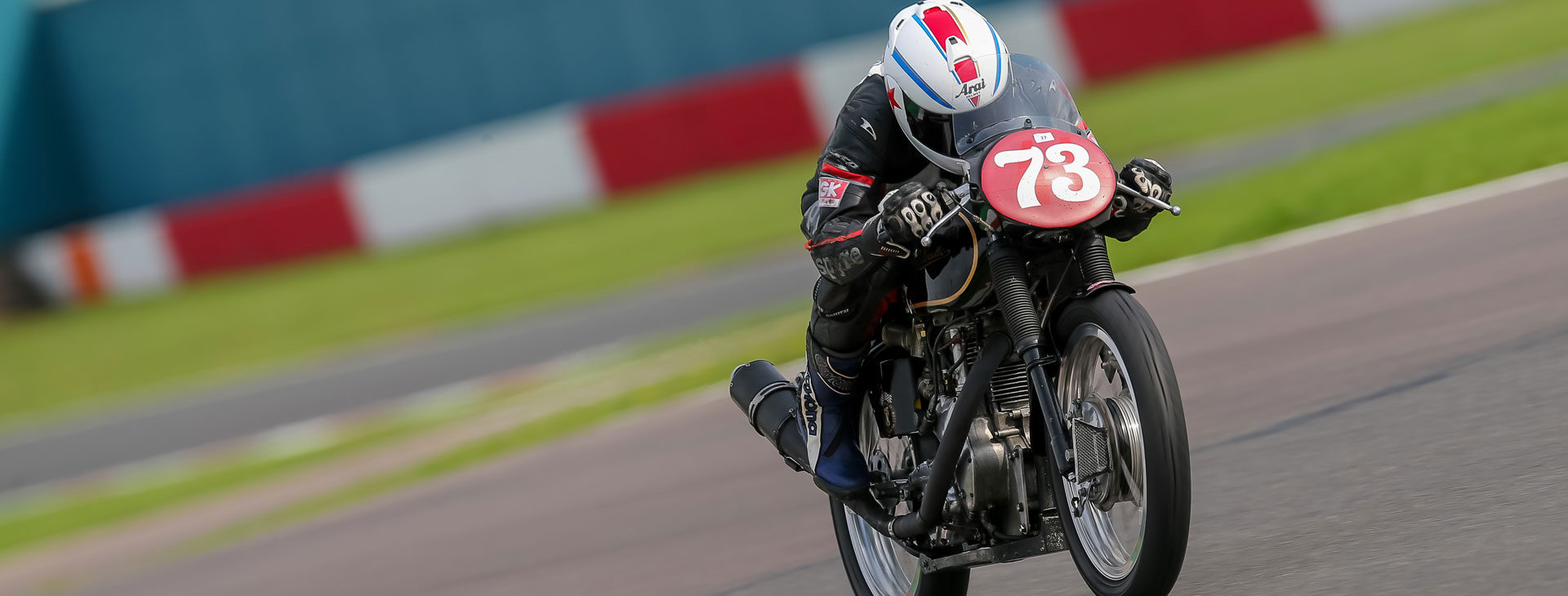 Steve Pond racing the Geartech Midlands Velocette in the Lansdowne Classic Series